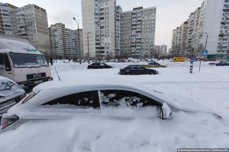 abnormally-heavy-snowfall-kiev-ukraine-10